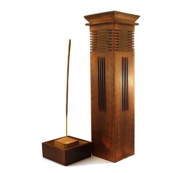Porte encens vertical en bois sculpt pour c nes et b tons for Porte encens