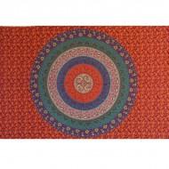 Tenture indienne representantun mandala sur fond rouge
